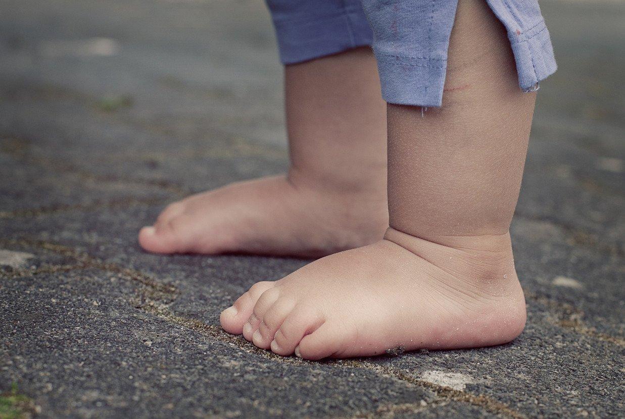 Marcher pieds nus, c'est bon pour les pieds !